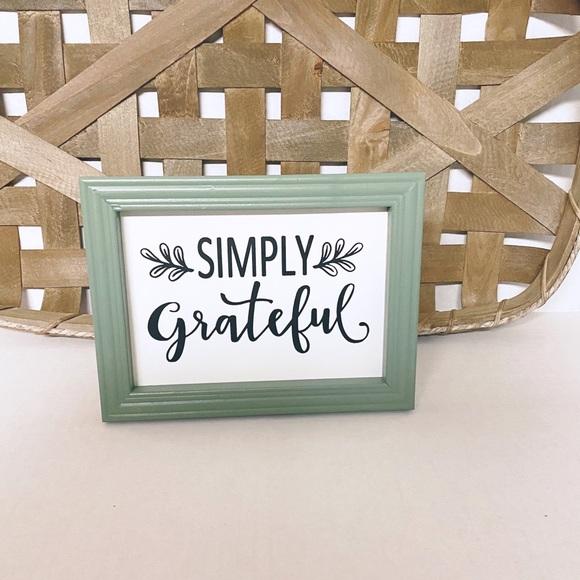 Simply Grateful Decor Picture
